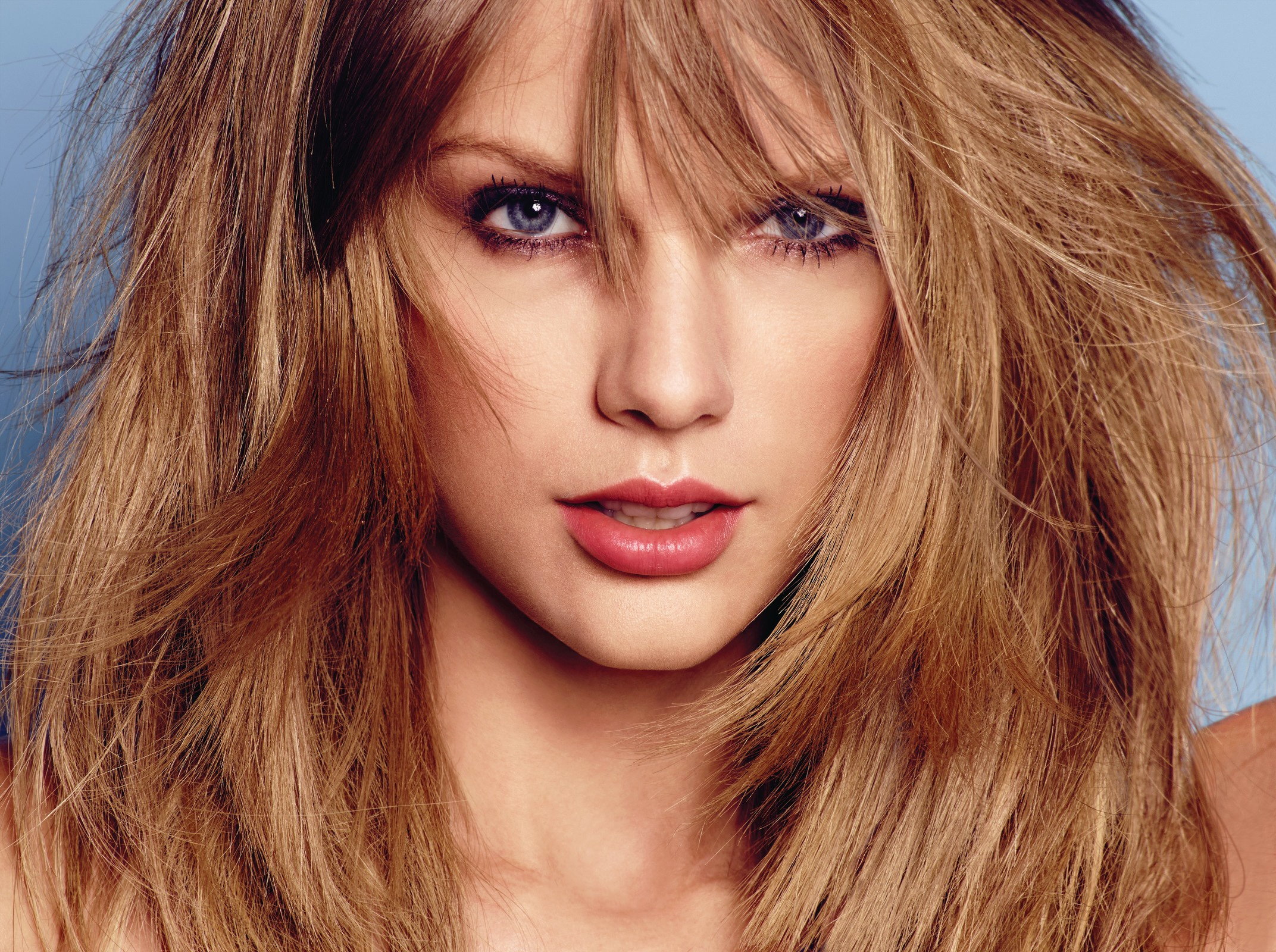 Conoce a Taylor Swift y sus labios con ácido hialurónico