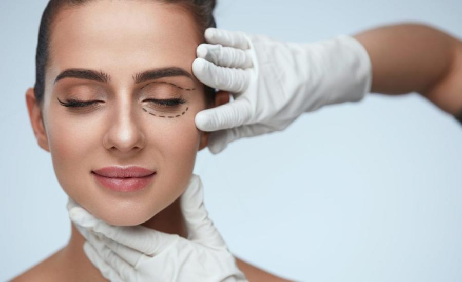 La blefaroplastia o cirugía de la mirada busca rejuvenecer los párpados