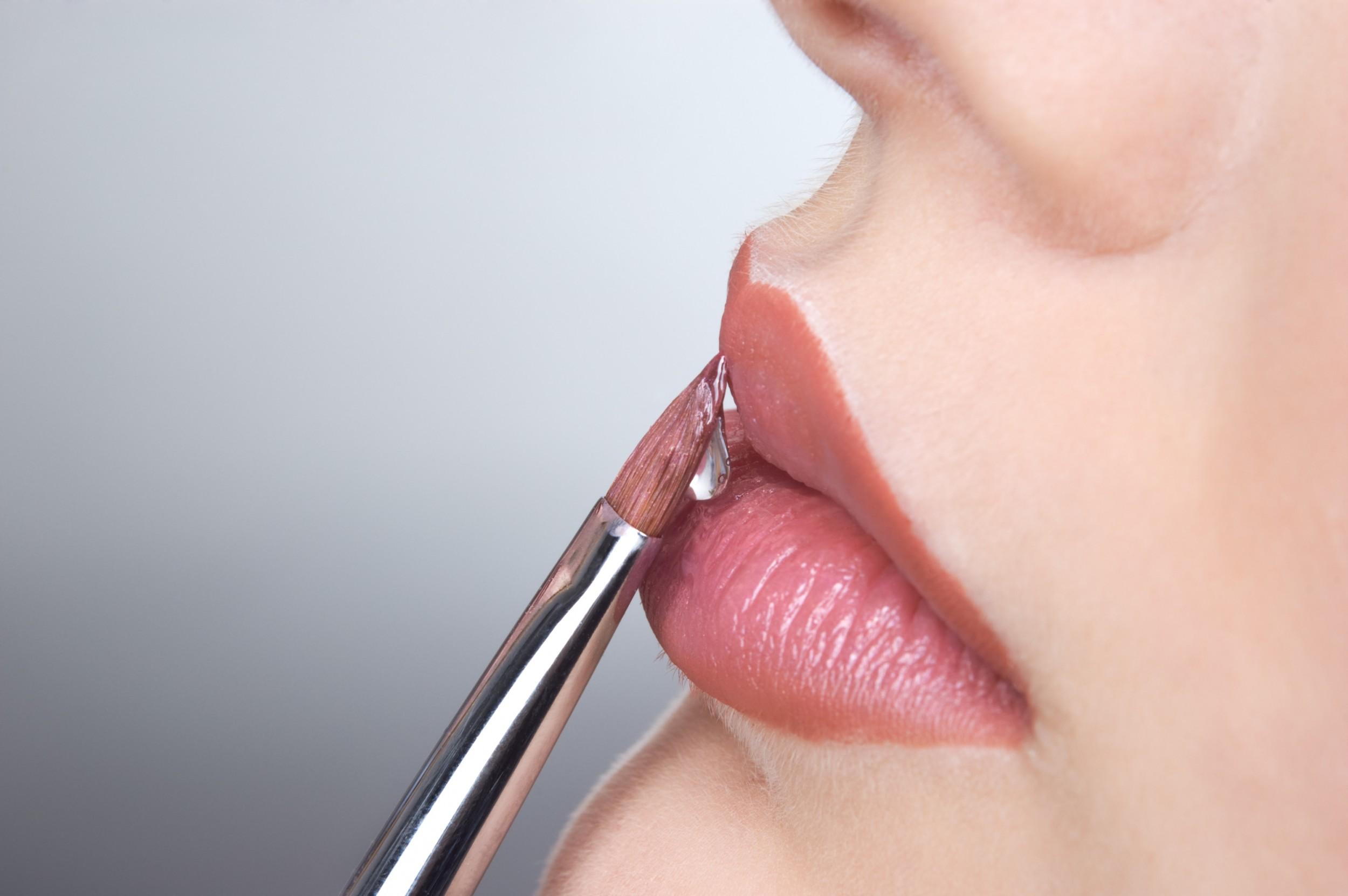 labios más carnosos con maquillaje