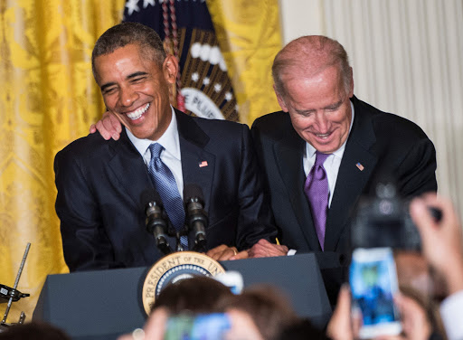Joe Biden con el ex presidente Obama