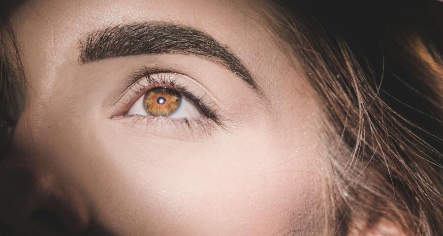 implante de cejas en Clínicas Be