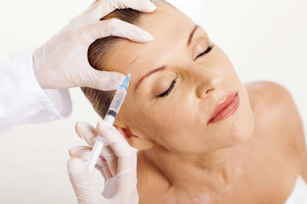 La mesoterapia facial es un tratamiento indicado para aquellas personas que deseen rejuvenecer su rostro sin necesidad de hacer uso del bisturí o de algún otro tipo de técnica invasiva